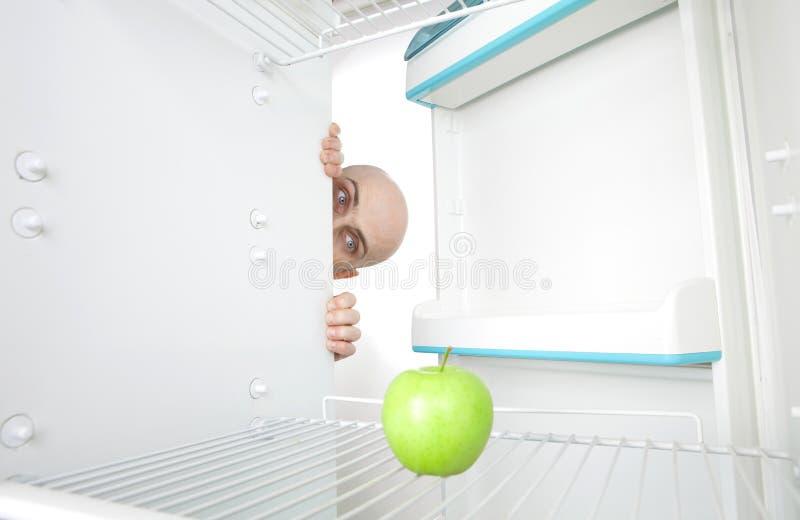 查找人的苹果冰箱 库存照片