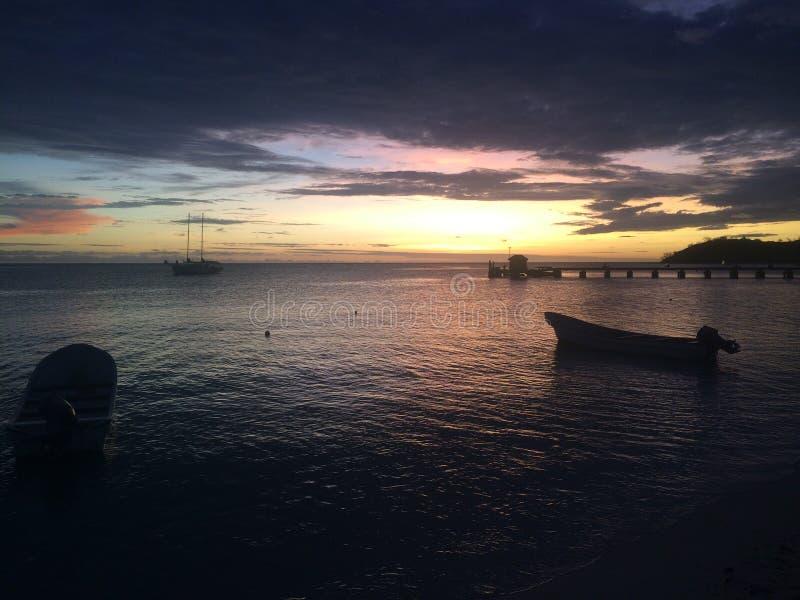 查找在池海运的斐济岛mana往 免版税库存图片