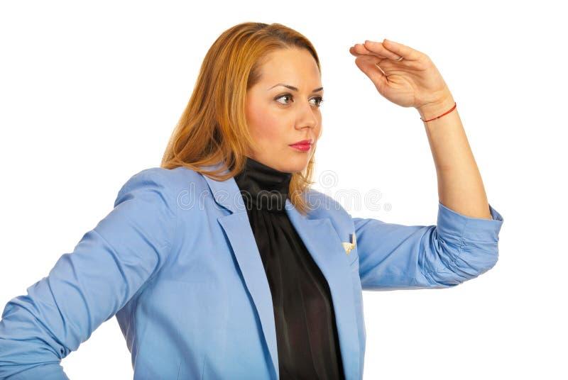查找对远期的女商人 免版税库存照片