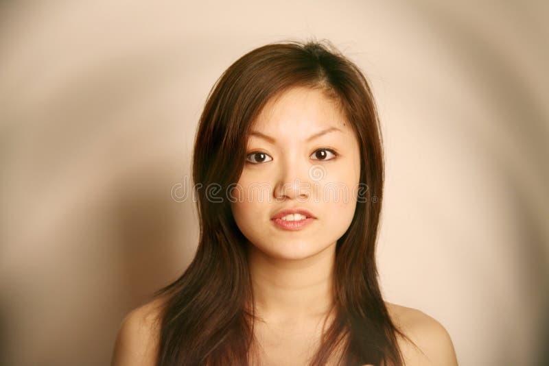 查找浏览器的亚裔女孩 库存照片
