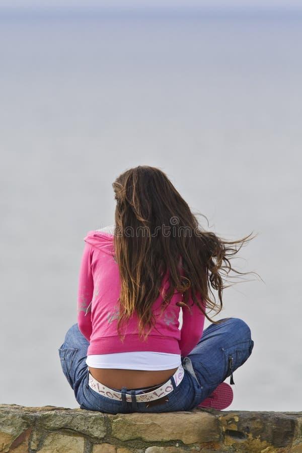 查找海运的单独女孩 库存照片