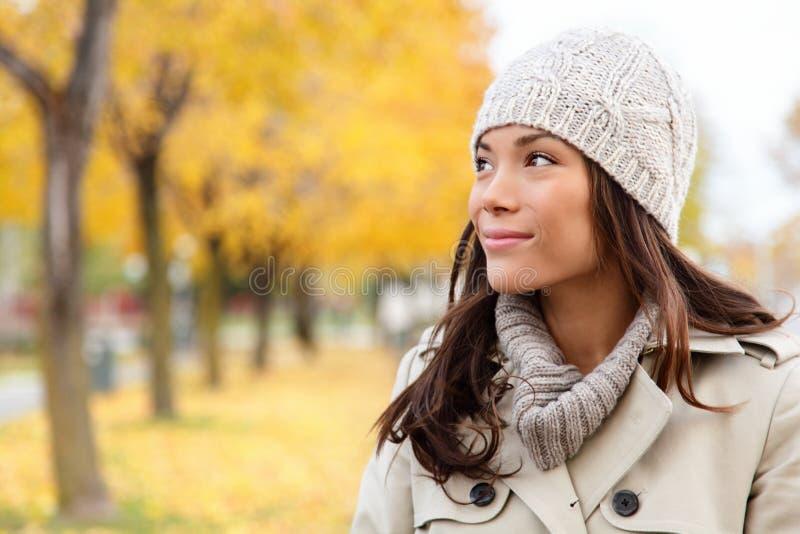 查找纵向的秋天妇女 库存图片