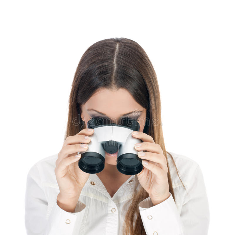 查找通过双筒望远镜的女商人。 库存图片