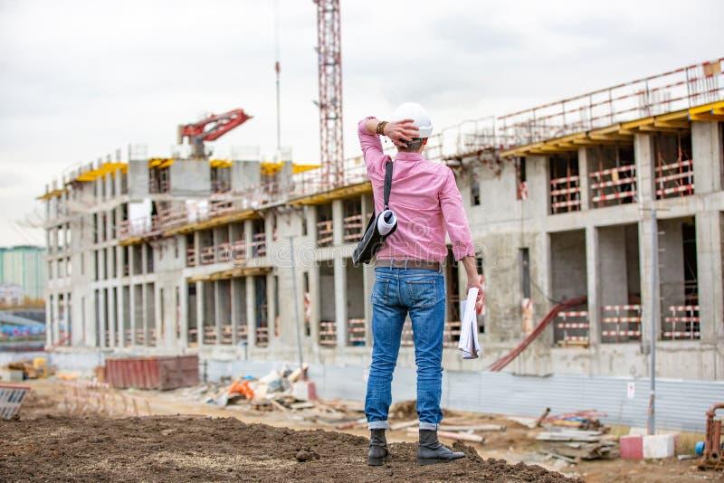 查找高级的建筑师或的工程师认为和表达疑义和奇迹 图库摄影