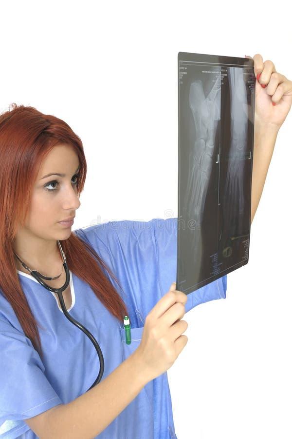查看X-射线的新医生 免版税库存照片