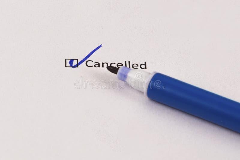 查询表,勘测 有题字被取消的和蓝色标志的被检查的箱子 库存照片