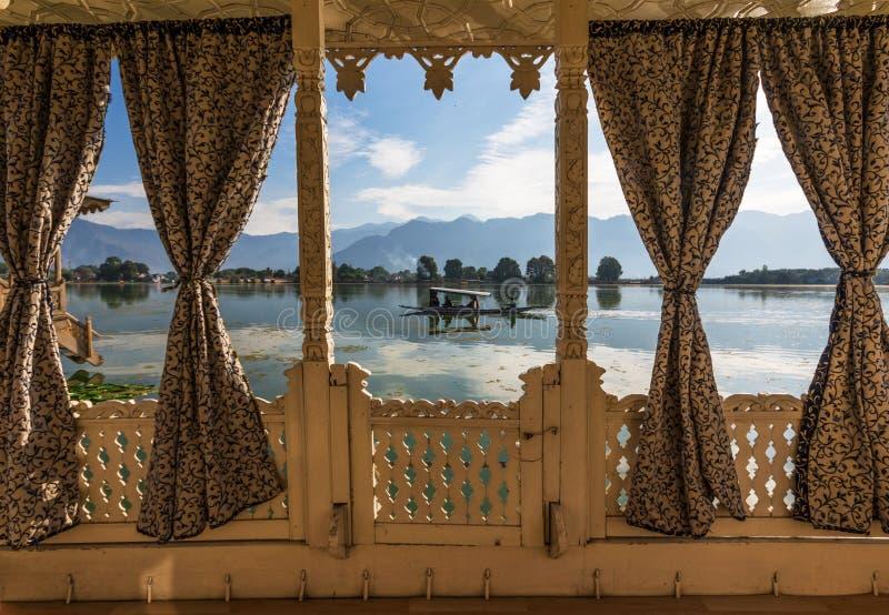查谟、克什米尔和拉达克-蓝天和白色山 库存照片