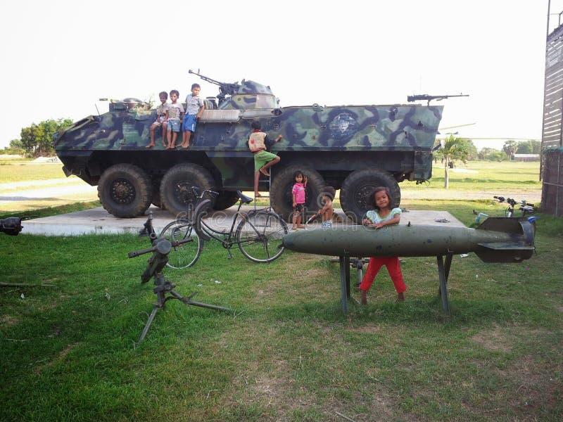 柬埔寨军事基地儿童使用 库存图片