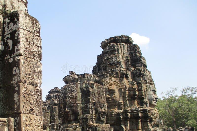 柬埔寨吴哥窟拜伦头 神的石面孔在吴哥城顶部的 库存照片