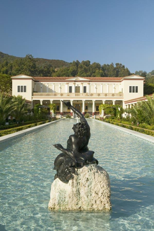 柱廊和格蒂别墅的长的水池, J的马利布别墅 保罗格蒂博物馆在洛杉矶,加利福尼亚 库存照片