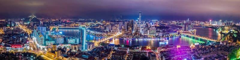 柳州市在晚上 免版税库存照片