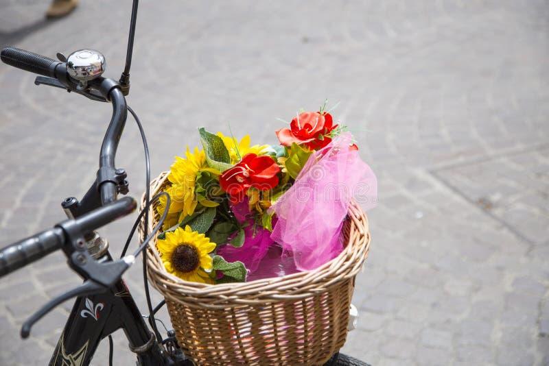 柳条自行车篮子特写镜头  图库摄影