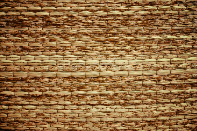 柳条被编织的米黄席子手工制造背景 免版税图库摄影