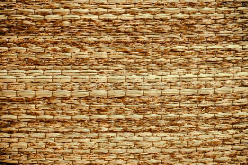 柳条被编织的米黄席子手工制造背景 免版税库存图片