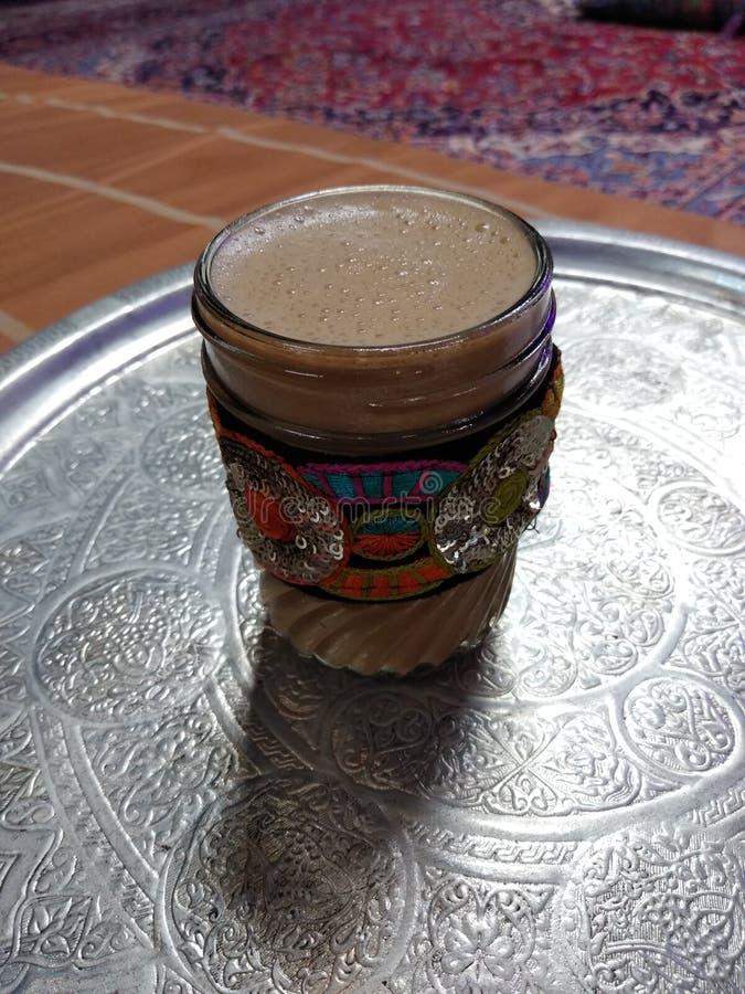 柴,传统豆蔻果实茶 免版税库存图片