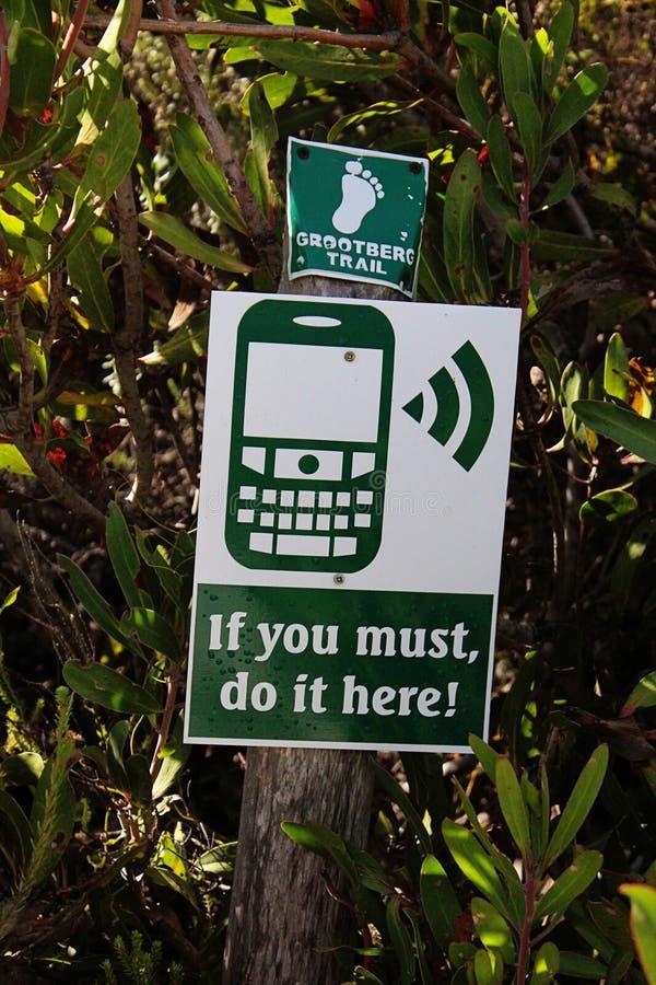 标志告诉您有手机信号在这里 免版税库存图片