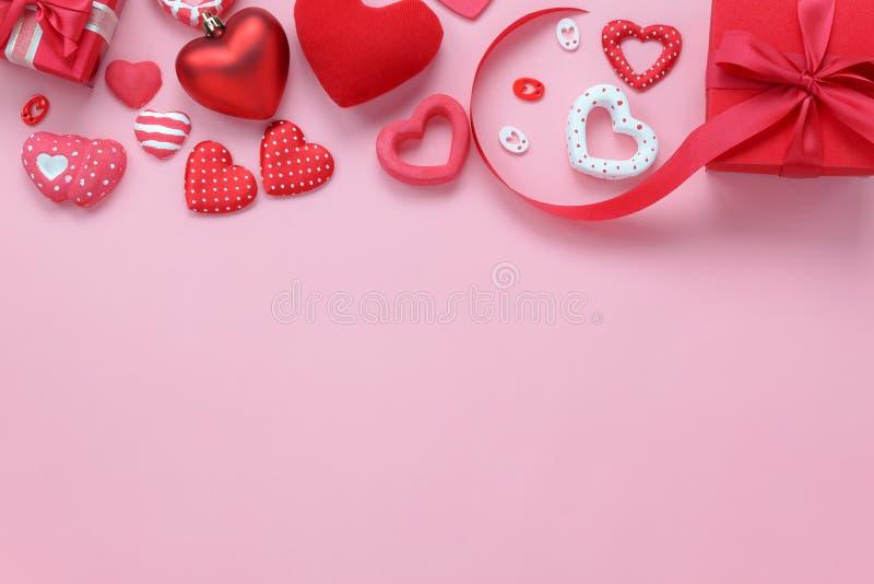 标志情人节背景概念的台式视图空中图象 免版税库存照片