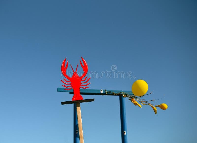 标志红色龙虾癌症蓝天背景 图库摄影