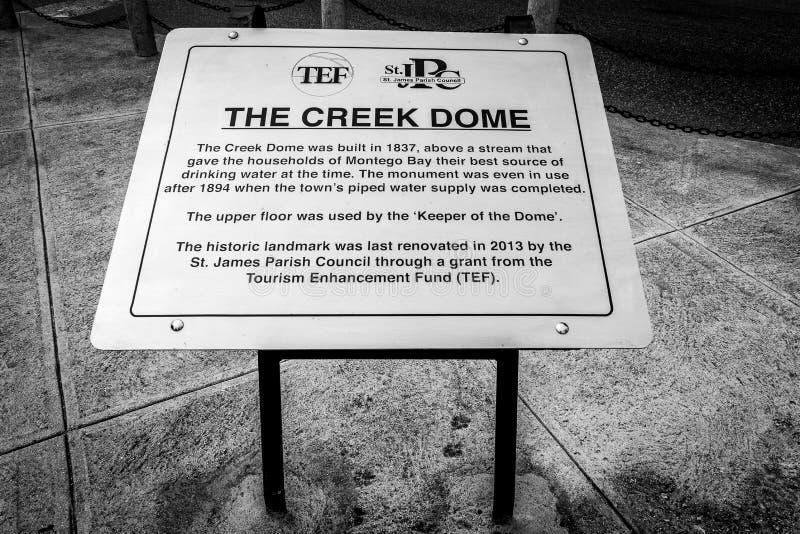 标志/标志在The Creek圆顶在蒙特奇湾,牙买加 免版税库存图片