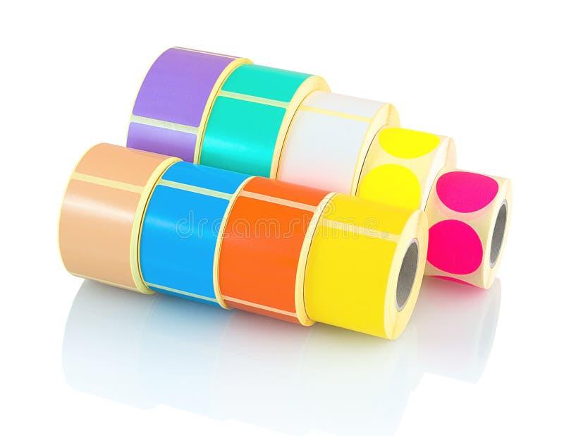 标签颜色卷轴  在与阴影反射的白色背景隔绝的色的标签卷 打印机的标签 免版税图库摄影