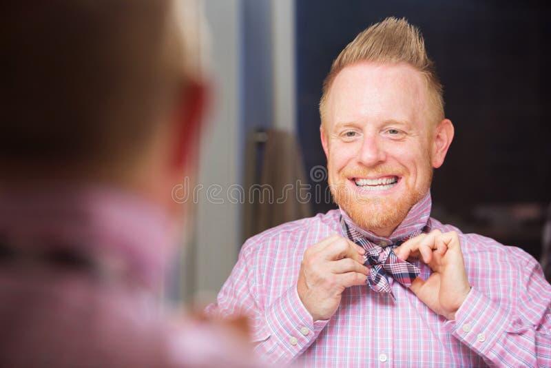 栓弓领带的人 图库摄影
