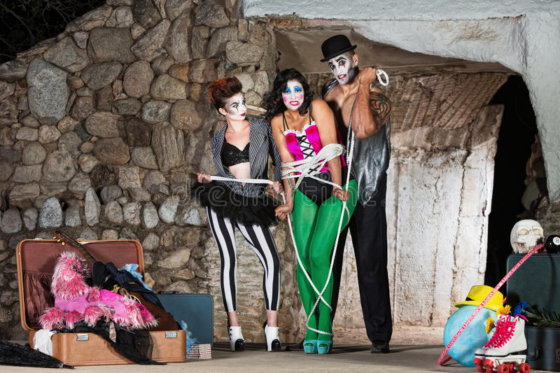 栓朋友的Cirque小丑 库存图片