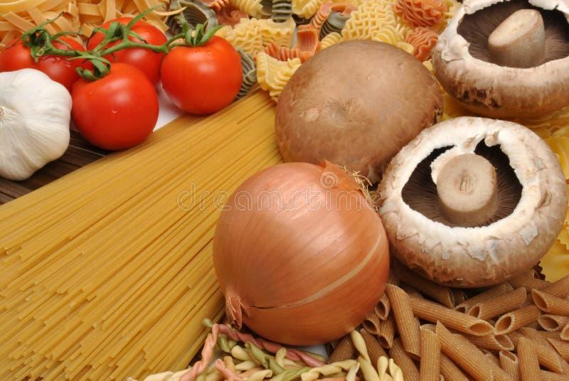 栗子有机蘑菇的面条 免版税库存照片