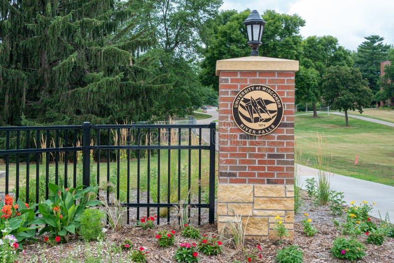 校园入口和门在威斯康星河秋天大学  免版税库存照片