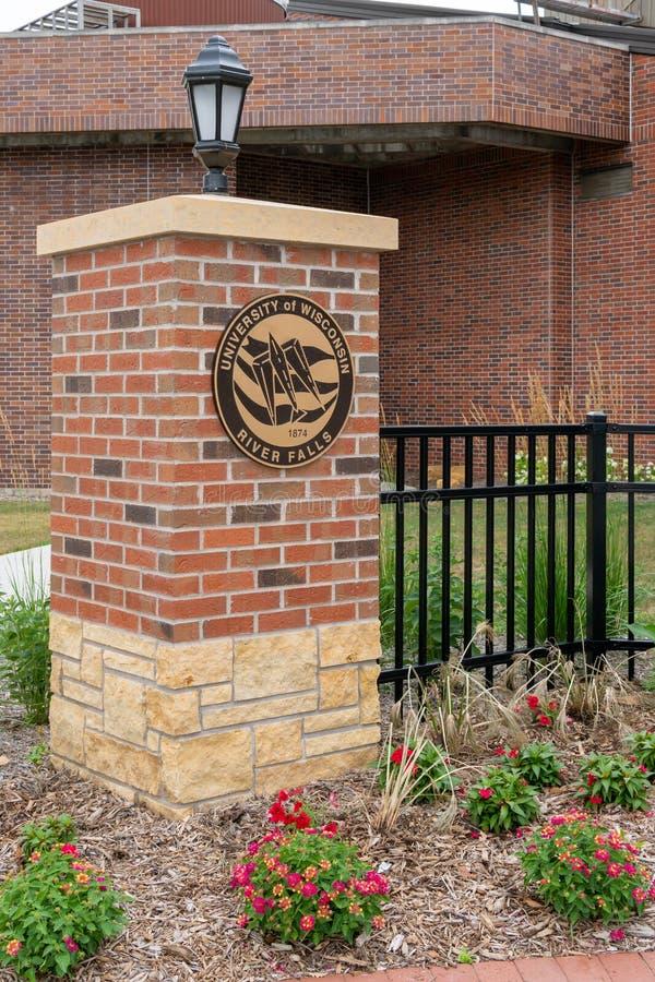 校园入口和门在威斯康星河秋天大学  库存图片