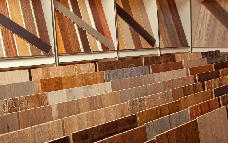 样品在五金店的木条地板板 免版税库存照片
