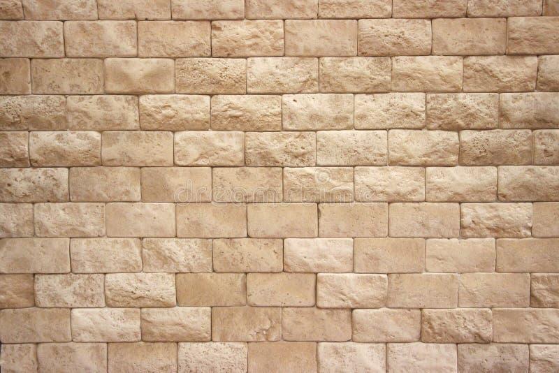 样式是米黄颜色砖墙  库存照片