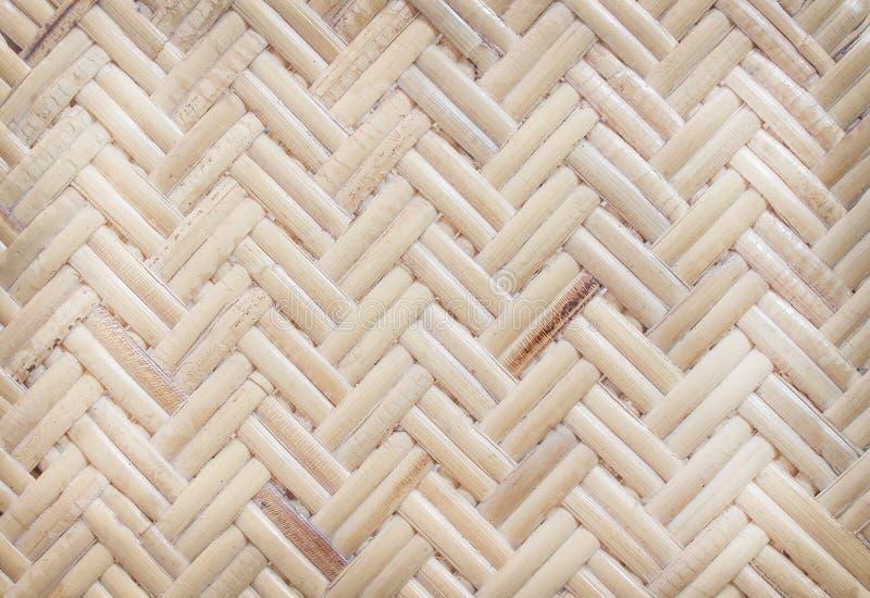 样式的泰国传统手工造藤条织法,自然木纹理背景 库存照片