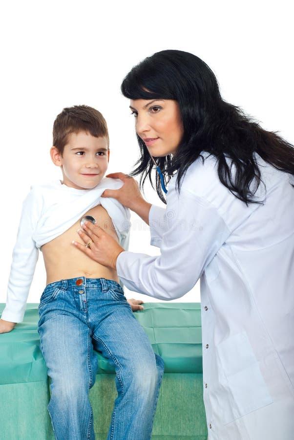 核对可爱儿童的医生 图库摄影