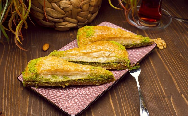 核桃,开心果土耳其样式antep果仁蜜酥饼 免版税库存照片