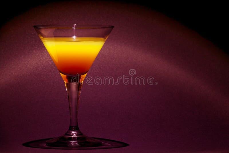 根据橙汁过去和伏特加酒的美好的skrewdriver鸡尾酒highball饮料 免版税图库摄影