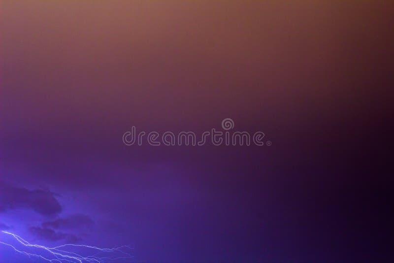 根据紫色下落 免版税库存图片
