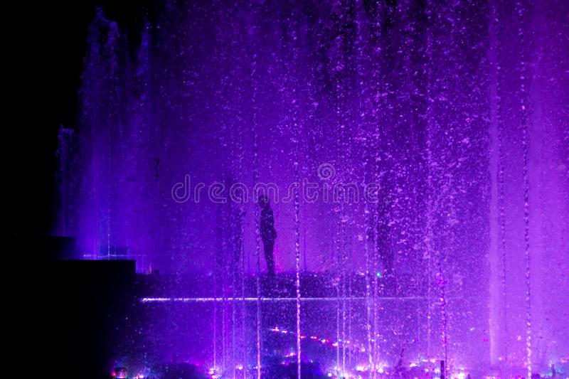 根据紫色下落 库存图片