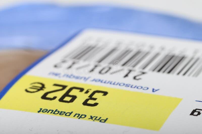 价格、计算机条码和有效期在食品 免版税库存照片