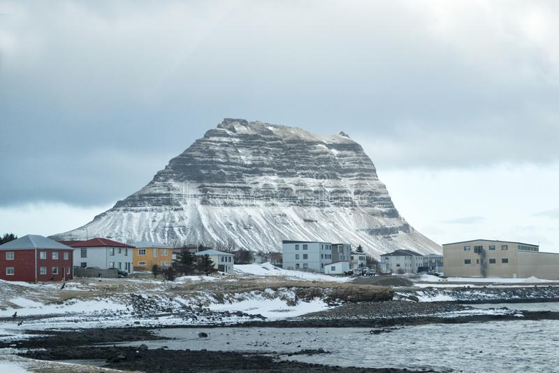 格伦达夫乔杜尔镇的柯丘费尔山 冰岛斯奈弗斯内斯半岛北岸 库存图片