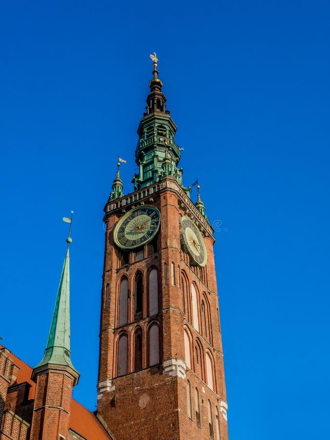 格但斯克大厅城镇 在蓝天背景的大厦 免版税库存照片