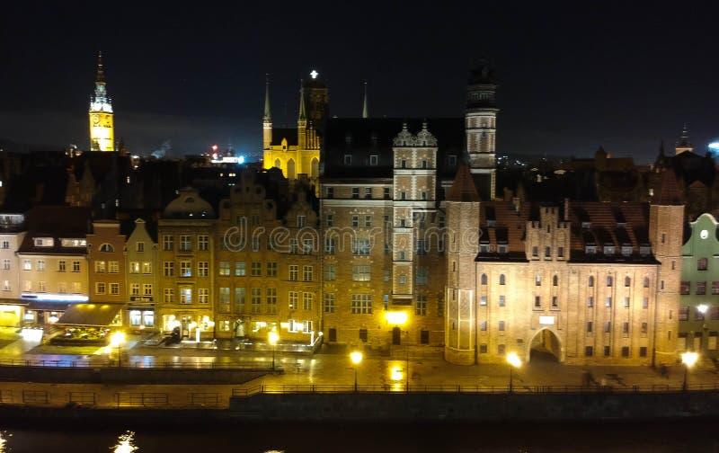 格但斯克老镇在夜鸟瞰图之前 免版税库存图片