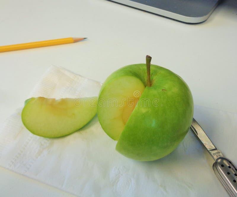 格兰尼史密斯苹果苹果计算机罗盘星座domestica健康工作快餐 免版税库存照片