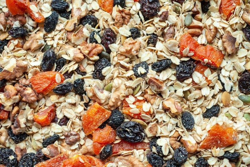 格兰诺拉麦片用燕麦、坚果和干果子 健身早餐健康食品 图库摄影