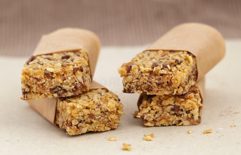 格兰诺拉麦片muesli棒用巧克力和种子 库存图片