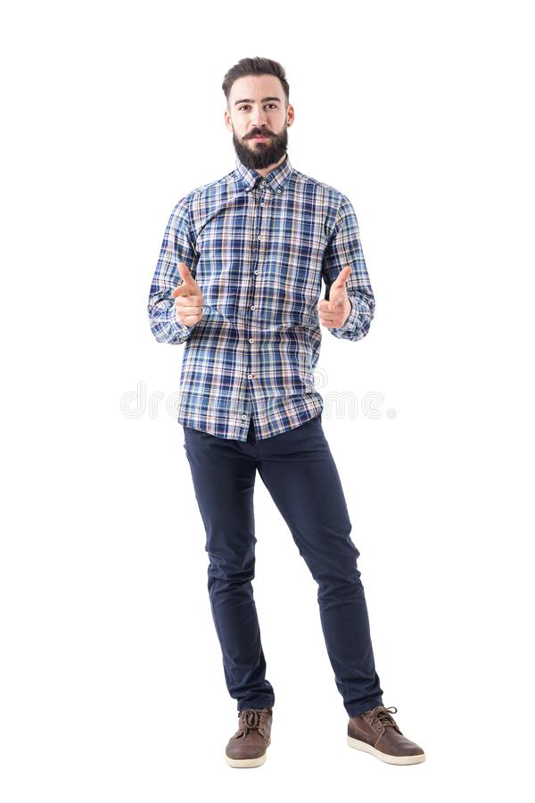 格子花呢上衣的有胡子的商人指向与发笑表示的看照相机 库存照片