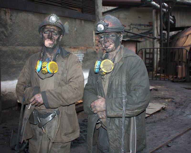 格尔洛夫卡,乌克兰- 2012年12月10日:在轮班工作以后的矿工 免版税库存照片