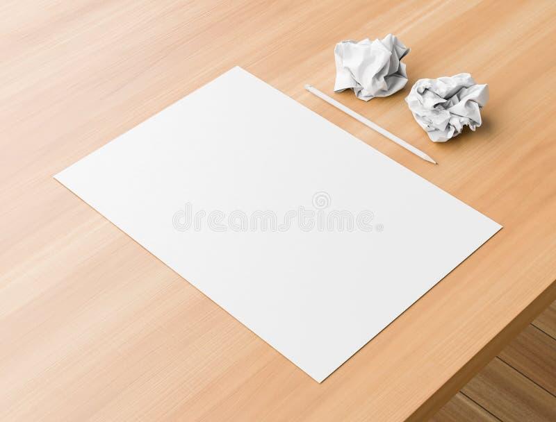 A4格式纸假装与在木桌上的两张压皱纸 3d?? 免版税库存照片