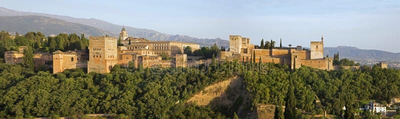 格拉纳达-阿尔罕布拉宫宫殿和堡垒全景  免版税库存照片