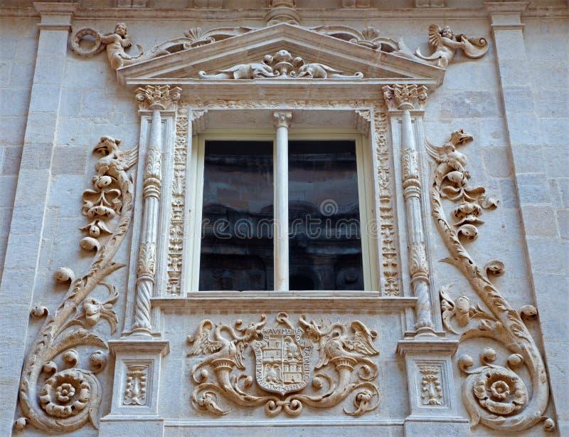 格拉纳达-从Colegio de Ninas Nobles新生巴洛克式的门户的细节胡安de Marquina (16 分 ) 免版税库存照片
