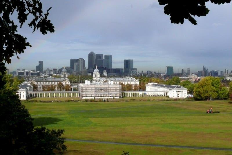 格林威治公园和金丝雀码头在伦敦, 库存照片